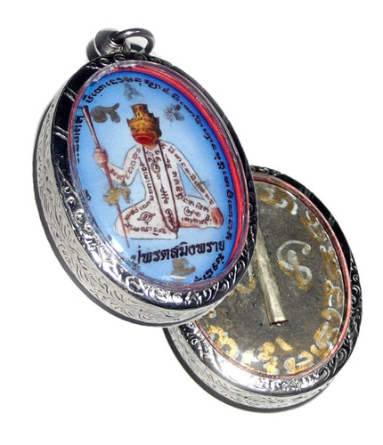 This amulet is very much a gamblers favorite, and an all round powerful amulet for those who worship or follow the Lersi path.