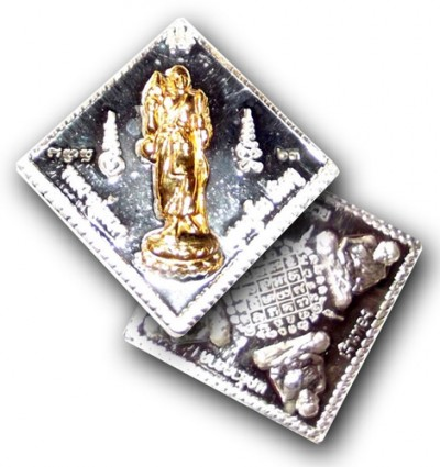Classic coin amulet, featuring the image of Luang Por Tuad with a sacred yant and 4 images of the great Jao Pako Samee Ram Pra Luang Por Tuad guarding the 4 directions.