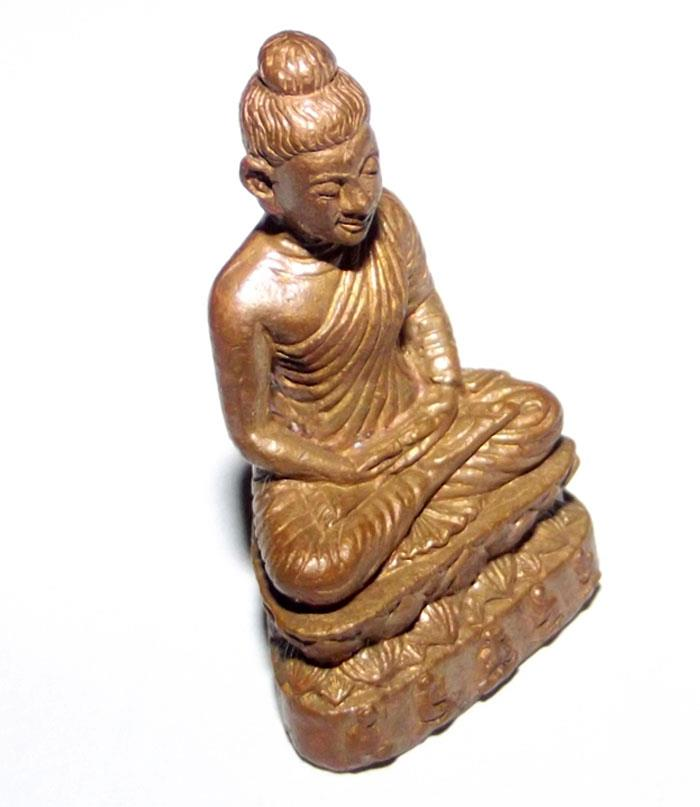 The Somdej Ongk Pathom loi ongk statuette is cast from sacred bronze mixed with ancient artifacts ('nuea loha pasom'), and has sacred kammatthana powders, a relic, a gemstone, and pieces of hair of Luang Phu Phad inserted in the base.